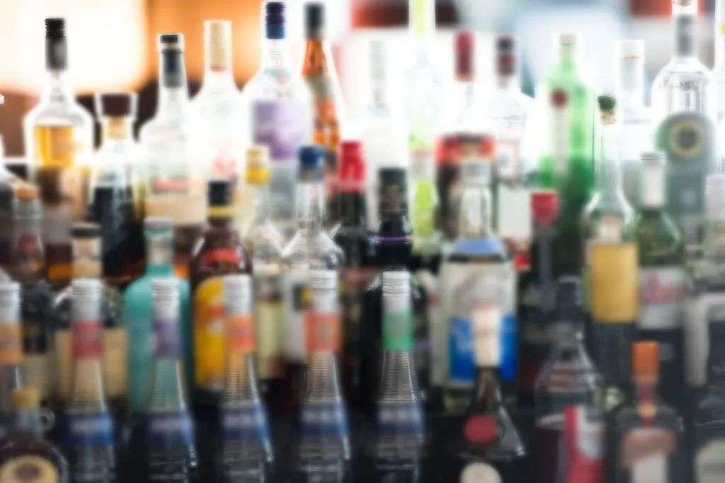 为了让年轻人喝「假酒」,品牌们拼了